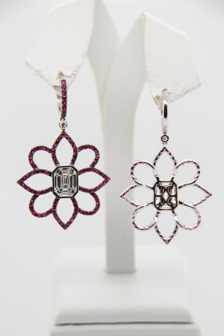 1.20 Carat Emerald Cut Diamond and Ruby 18 Karat Gold Floral Earring In New Condition For Sale In Bangkok, TH