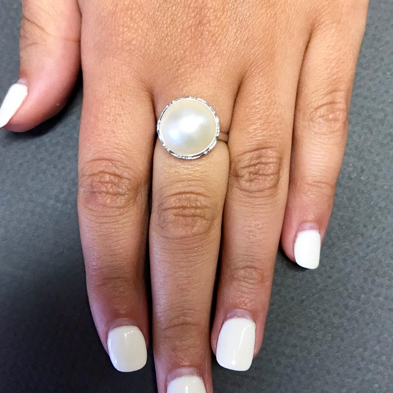 Contemporary 1.20 Carat Mother of Pearl Ring For Sale