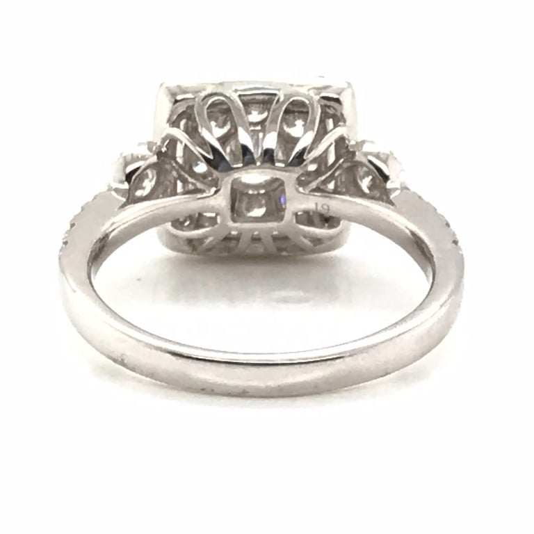 Modern 1.20 Carat Round Cluster Diamond Ring For Sale