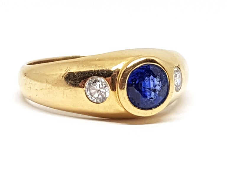 Contemporary 1.20 Carat Yellow Gold Sapphire Diamond Ring For Sale