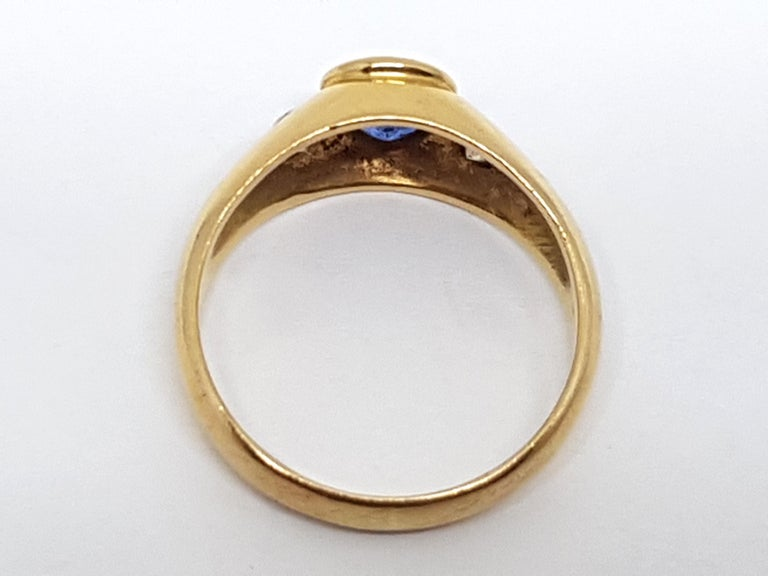 1.20 Carat Yellow Gold Sapphire Diamond Ring In New Condition For Sale In Antwerp, BE