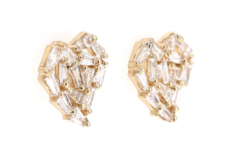 Modern 1.21 Carat Baguette Diamond 14 Karat Yellow Gold Stud Earrings For Sale