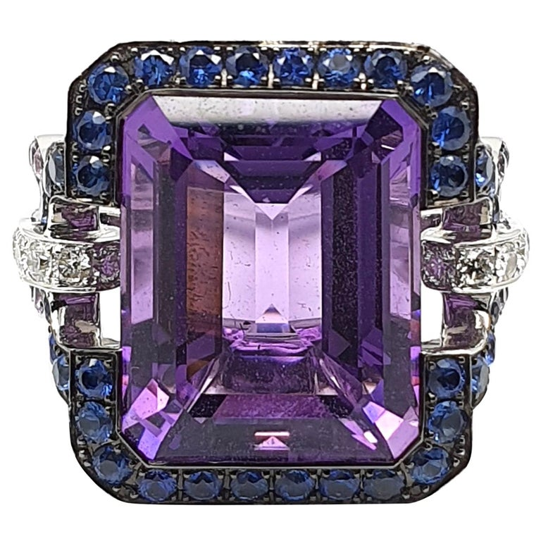 12.18 Carat, 8 Angled Amethyst Ring in 18 Karat Gold, Lilac Corunds and Diamonds For Sale