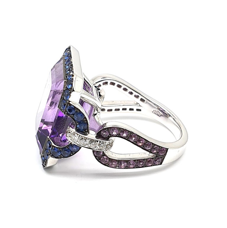 Emerald Cut 12.18 Carat, 8 Angled Amethyst Ring in 18 Karat Gold, Lilac Corunds and Diamonds For Sale