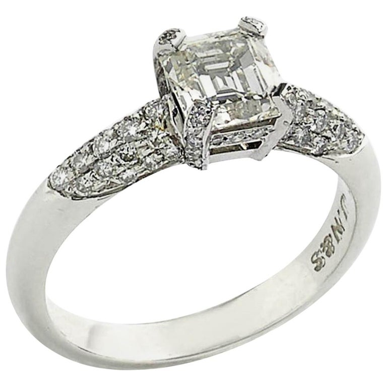 1.23 Carat Emerald-Cut Diamond Platinum Ring For Sale