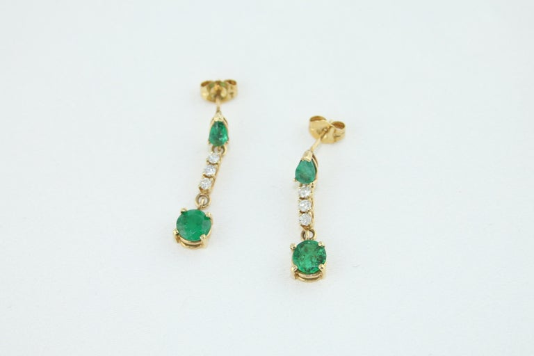 1.25 Carat Emerald and Diamond Gold Drop Earrings In New Condition In New York, NY