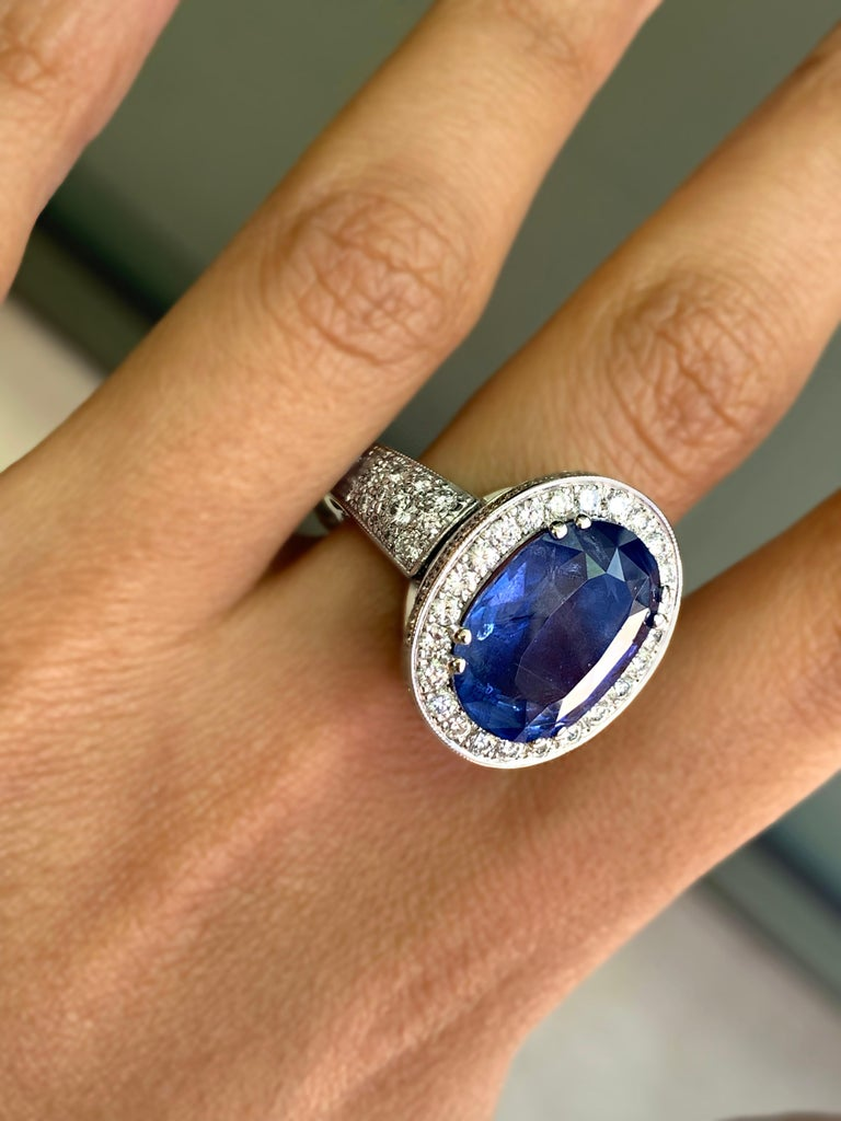 12.59 Carat Natural Oval Blue Sapphire and Diamond 18 Carat Gold Cocktail Ring For Sale 4