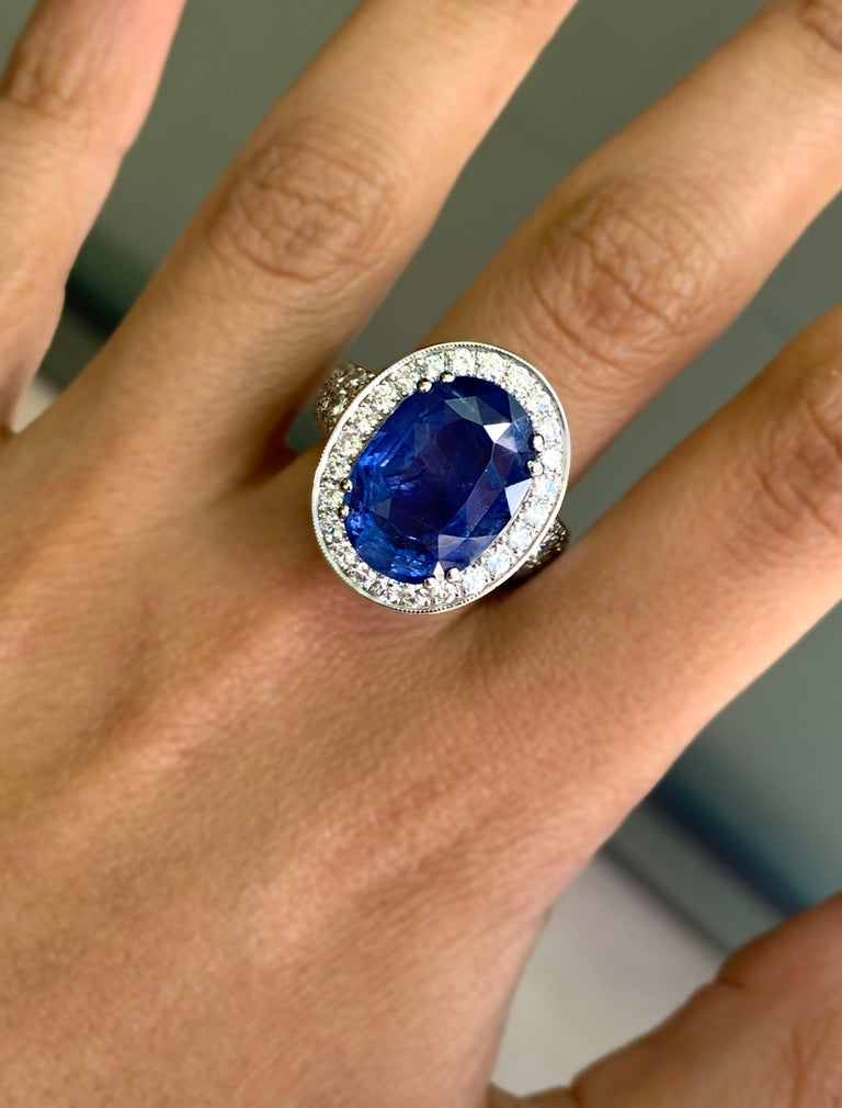 12.59 Carat Natural Oval Blue Sapphire and Diamond 18 Carat Gold Cocktail Ring For Sale 3