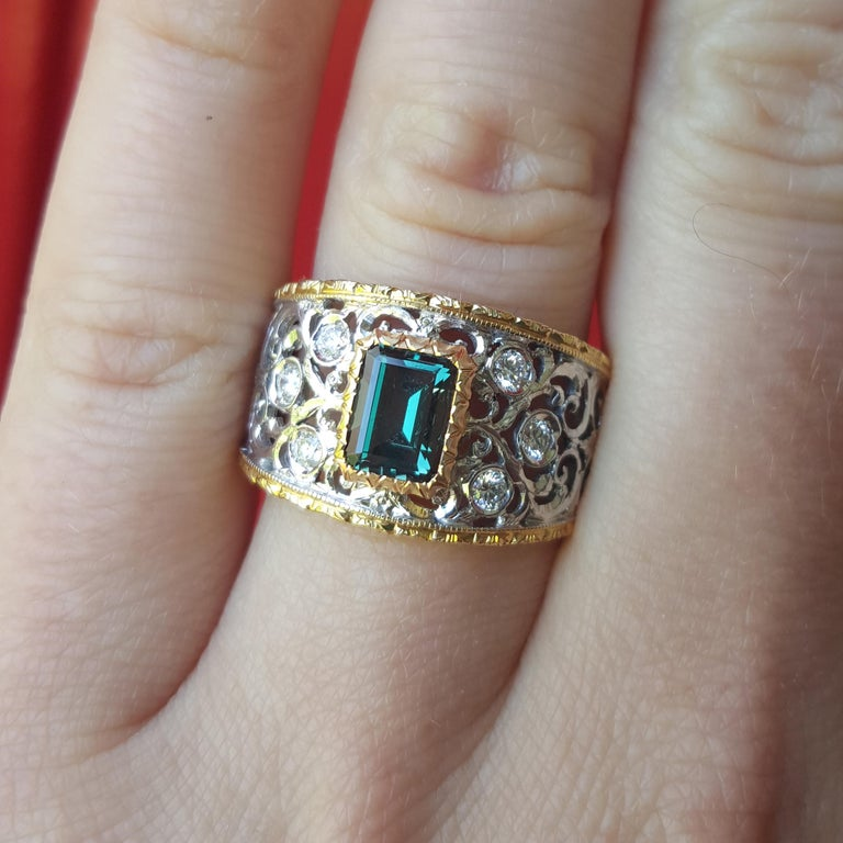 Women's 1.25ct Alexandrite and 18 Karat Gold Florentine Engraved Ring, Handmade in Italy For Sale