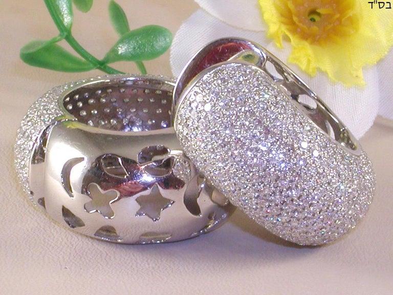 12.60 Carat 18 Karat White Gold White Diamond Hoop Earrings In New Condition For Sale In Antwerp, BE