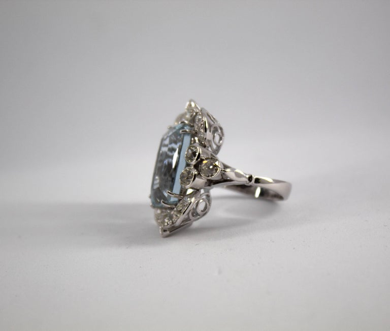 Women's or Men's 12.60 Carat Aquamarine 2.90 Carat White Diamond White Gold Cocktail Ring For Sale