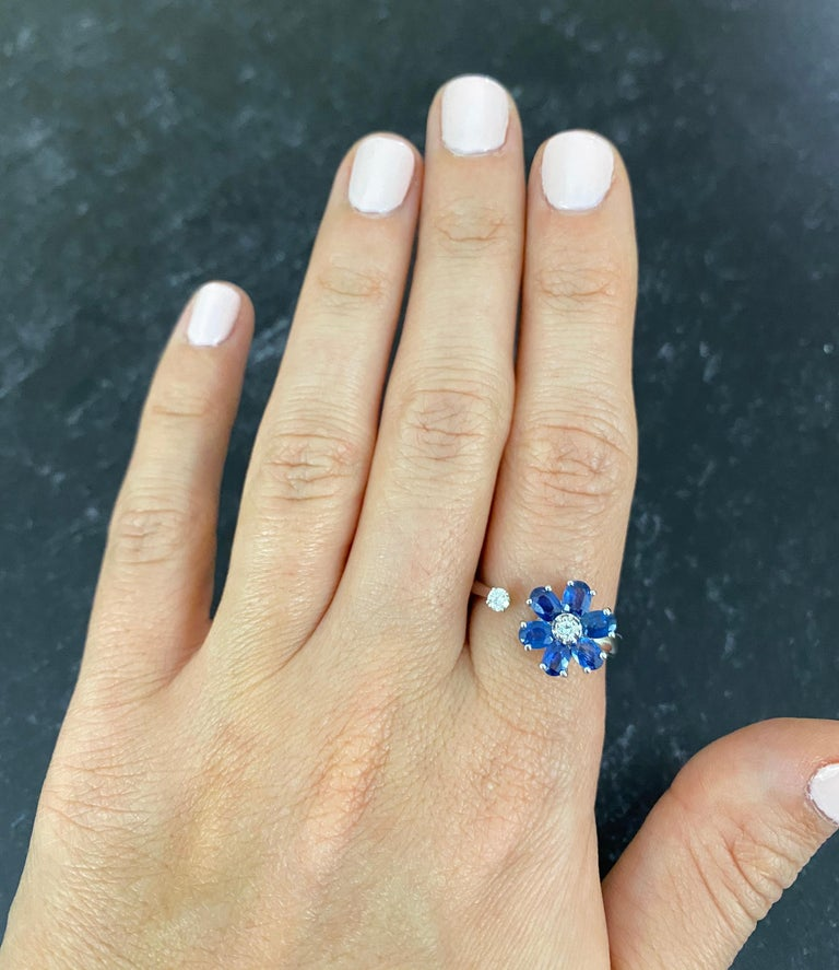 Contemporary 1.29 Carat Oval Blue Sapphire and Diamond Flower Toi et Moi Ring 14 Karat Gold For Sale