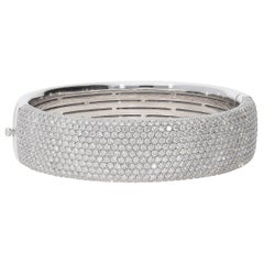 12.91 Carat White GVS Diamonds 18 Karat White Gold Cuff Bangle Pavé Bracelet