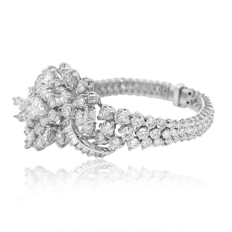 Marquise Cut 13 Carat Diamond Bracelet with Cluster Diamond in Center For Sale