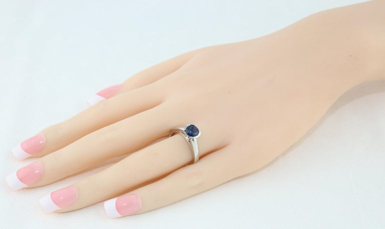 1.30 Carat Round Blue Sapphire Half Bezel Solitaire Gold Ring In New Condition For Sale In New York, NY