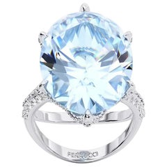 13.04 Carat Oval Aquamarine 0.78 Carat White Diamonds 18 Karat White Gold