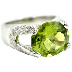 1.31 Carat Peridot and Diamond Ring 18 Karat White Gold