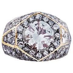 1.32 Kt Diamond Engagement Ring in Yellow Gold Surrounded by Several Diamonds