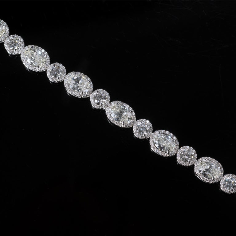 Contemporary 13.36 Carat Oval and Round Diamond 18 Karat Gold Tennis Bracelet For Sale