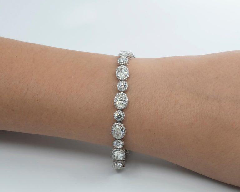 Women's 13.36 Carat Oval and Round Diamond 18 Karat Gold Tennis Bracelet For Sale