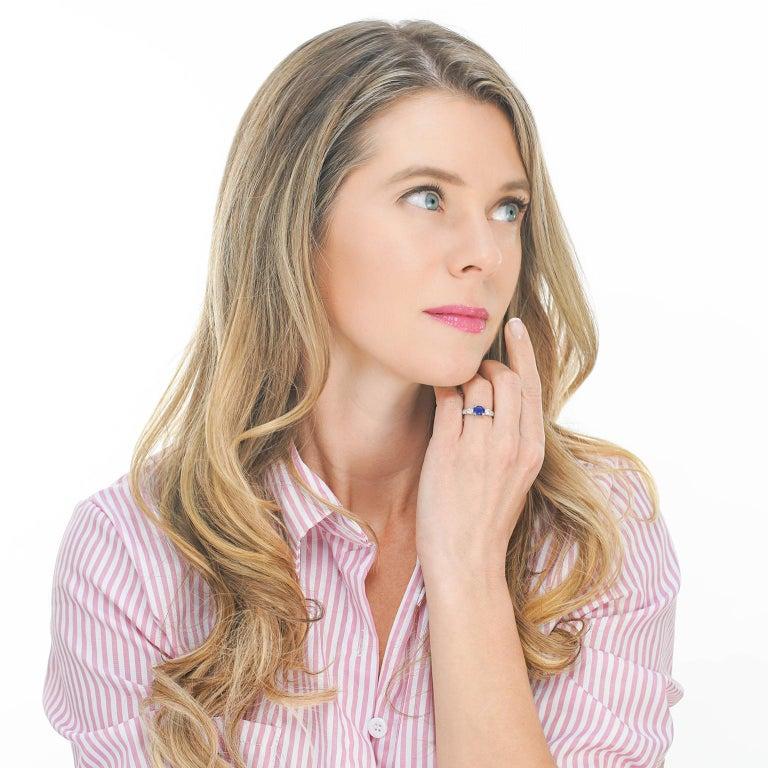 1.33 Carat Sapphire and Diamond-Set Platinum Ring For Sale 5