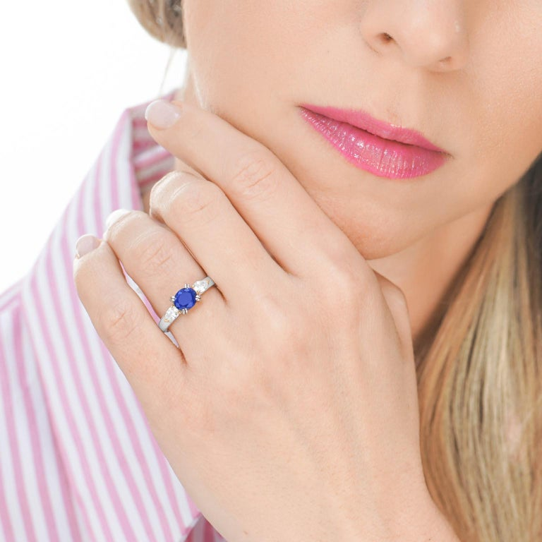 1.33 Carat Sapphire and Diamond-Set Platinum Ring In Excellent Condition For Sale In Litchfield, CT