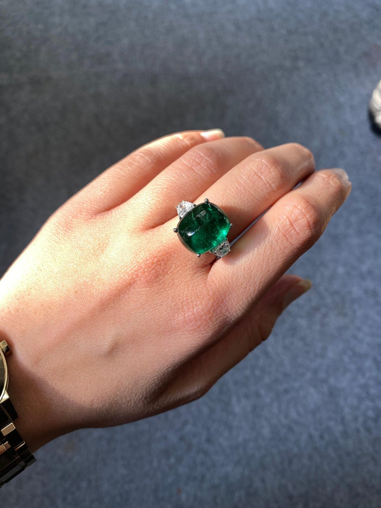 Modern Certified 13.47 Carat Sugarloaf Emerald and Diamond Three-Stone Engagement Ring For Sale