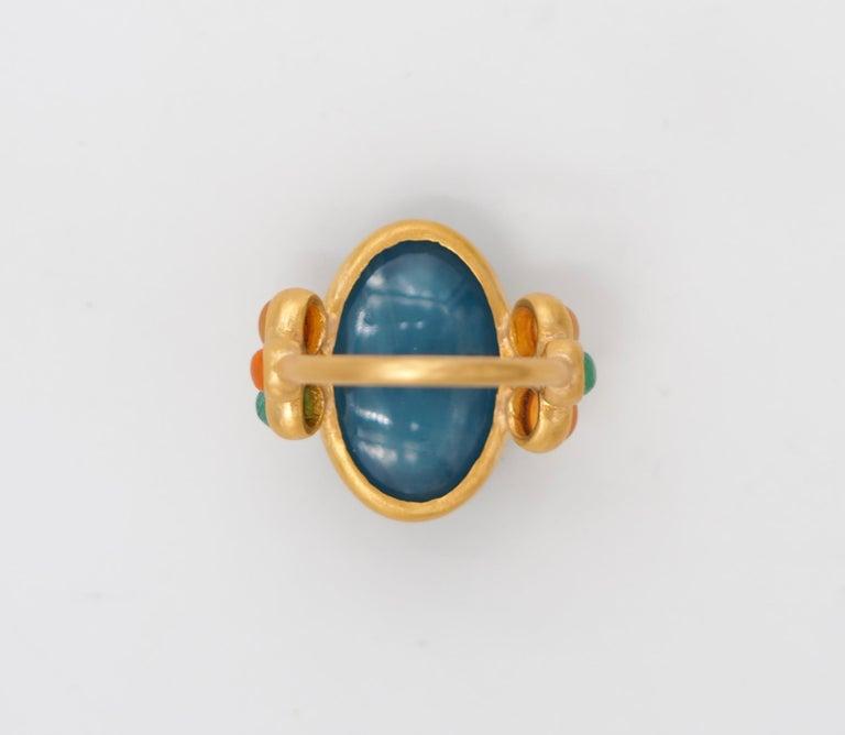 Scrives 13.5 Carat Aquamarine Emerald Cornaline Cabochons 22 Karat Gold Ring In New Condition For Sale In Paris, Paris
