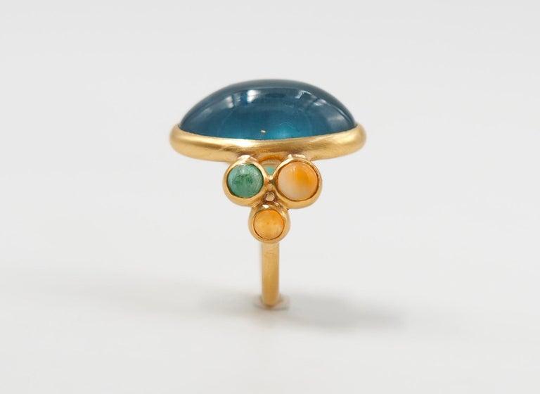 Scrives 13.5 Carat Aquamarine Emerald Cornaline Cabochons 22 Karat Gold Ring For Sale 2