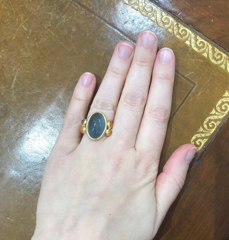 Scrives 13.5 Carat Aquamarine Emerald Cornaline Cabochons 22 Karat Gold Ring For Sale 3