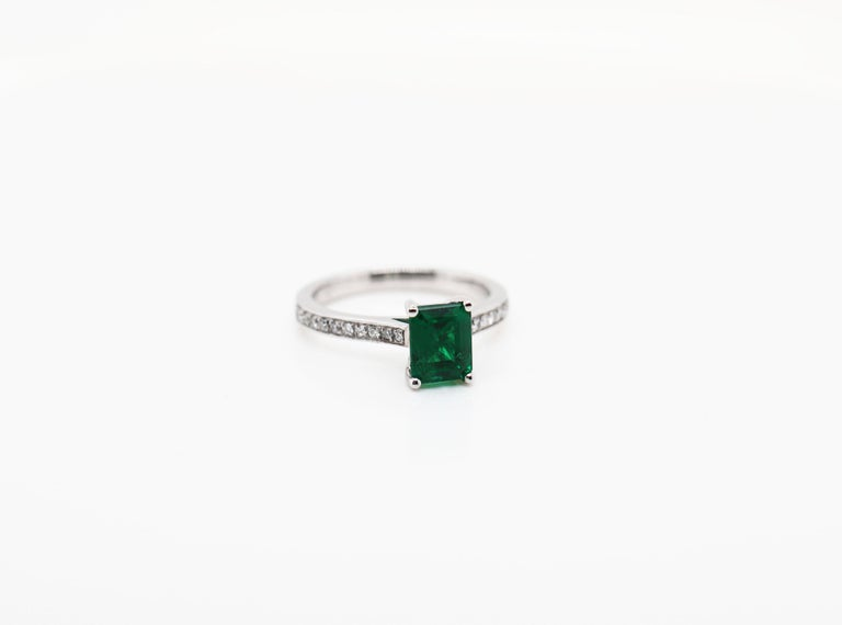 1.36 Carat Emerald Cut Emerald and Diamond Platinum Engagement Ring In New Condition For Sale In London, GB