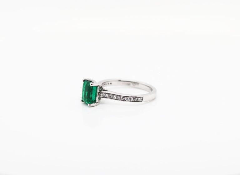 1.36 Carat Emerald Cut Emerald and Diamond Platinum Engagement Ring For Sale 3
