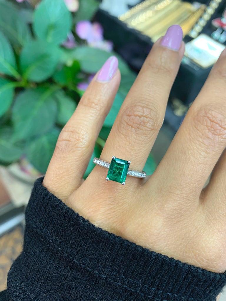 1.36 Carat Emerald Cut Emerald and Diamond Platinum Engagement Ring For Sale 4