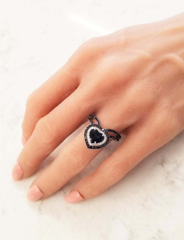 1.36 Carat Heart Shaped Blue sapphire & Diamond Cocktail Ring In 18K White gold In New Condition For Sale In Chicago, IL