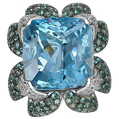 13.9 Carat Aquamarine Ring in 18 Karat White Gold with Paraiba and Alexandrite