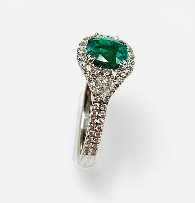 Modern 1.39 Carat Cushion Cut Columbian Emerald Diamond Cocktail Ring For Sale
