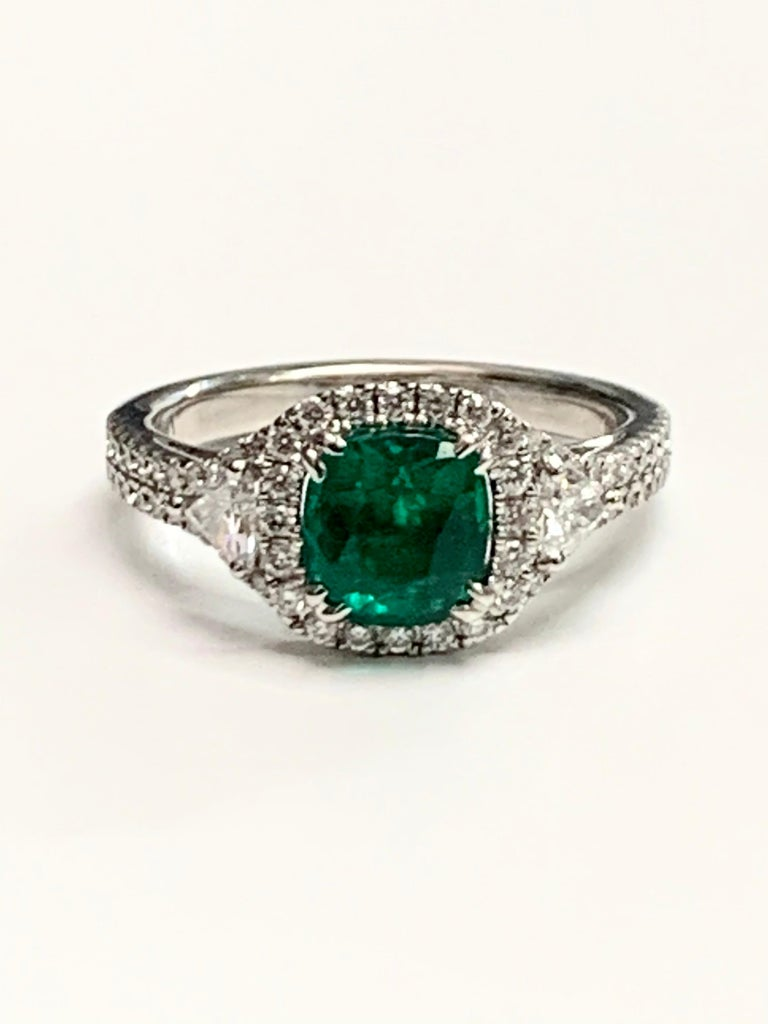 1.39 Carat Cushion Cut Columbian Emerald Diamond Cocktail Ring In New Condition For Sale In New York, NY