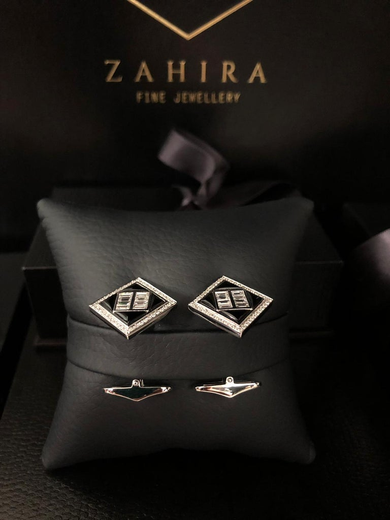1.39 Carat Black Onyx and 1.14 Carat Diamond Baguette Cufflinks In New Condition For Sale In Bangkok, TH