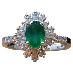1.4 Carat 14 Karat White Gold Oval Cut Green Emerald Gatsby Style Ring