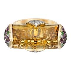 14 Carat Honey Quartz Ring in 18 Karat Yellow Gold with Diamonds