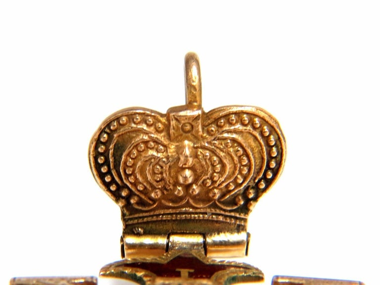 14 Karat Gold Antique Medalion Charm / Pendant For Sale 1