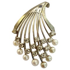 14 Karat Gold Brooch, Set with 8 Cultured Akoya Pearls and 14 Diamonds, 1975