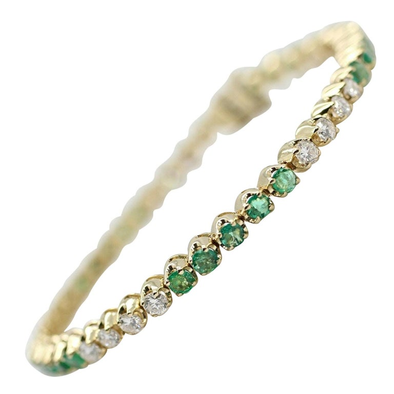 14 Karat Gold Custom Made Bracelet with Very Clean Emeralds and Round Diamonds For Sale