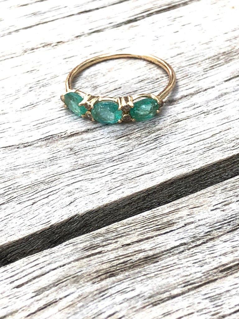 14 Karat Gold Diamond and 3 Oval Emerald Engagement Ring  In New Condition For Sale In Paris, FR