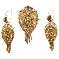 Jewelry Set 14 Karat Yellow Gold Filigree Earrings and Brooch, 1880-1889