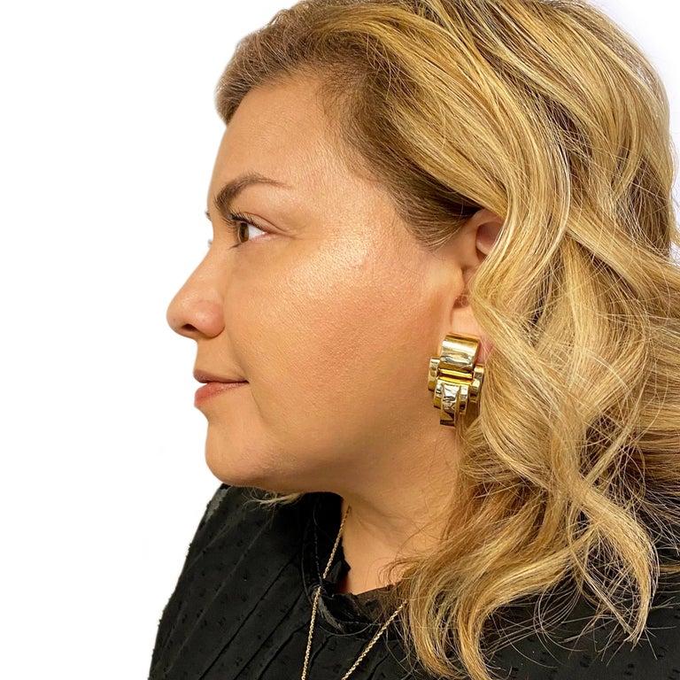 Women's 14 Karat Gold Heavyweight Scalloped Earrings For Sale