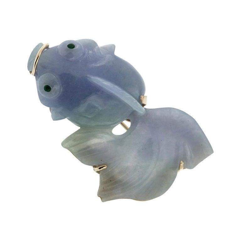 14 Karat Gold Lavendar Jadeite Fish Pin For Sale