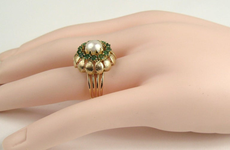 14 Karat Gold Pearl Emerald Cocktail Ring, 1960s In Good Condition For Sale In Wallkill, NY