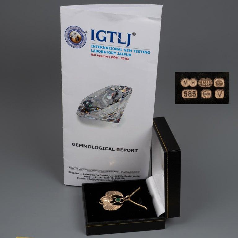 14 Karat Gold Winged Scarab Beetle Pendant Necklace Natural Certified Emerald For Sale 4