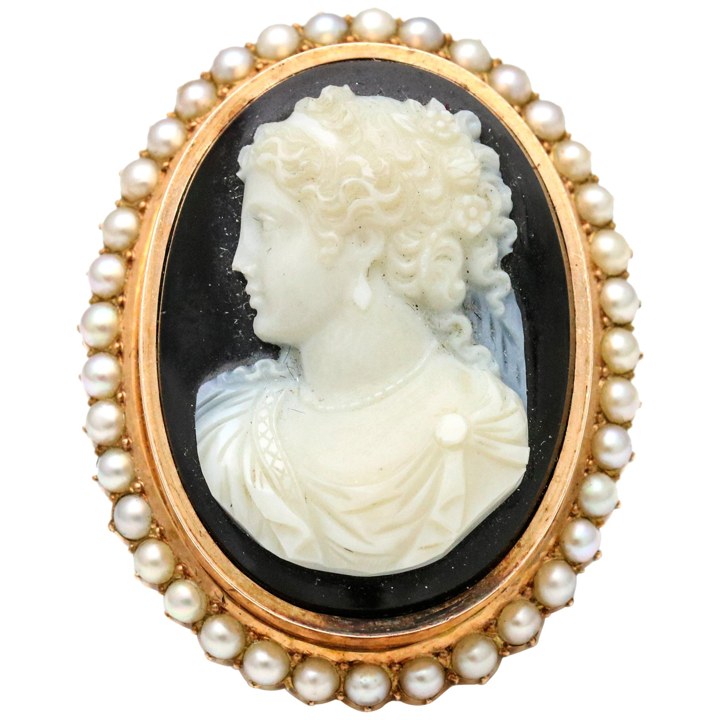 801c67fadce Cameo Brooches - 209 For Sale on 1stdibs